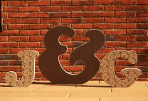 Bubble font - Free-standing letters J&G [photo by: www.colourfulletters.com]